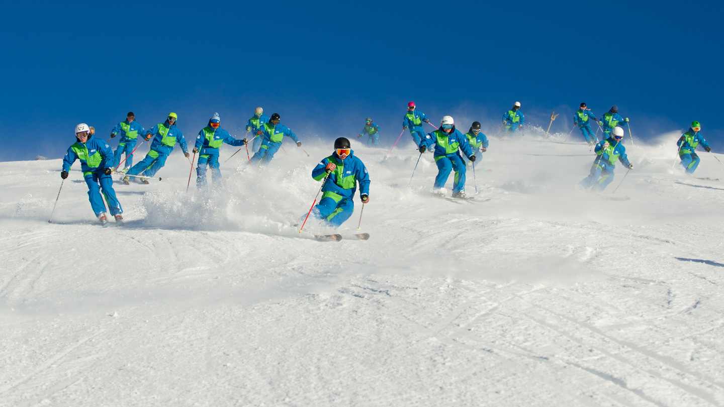 summit-team-skiing-1015